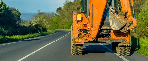 Mit Baumaschinen sicher im Straßenverkehr